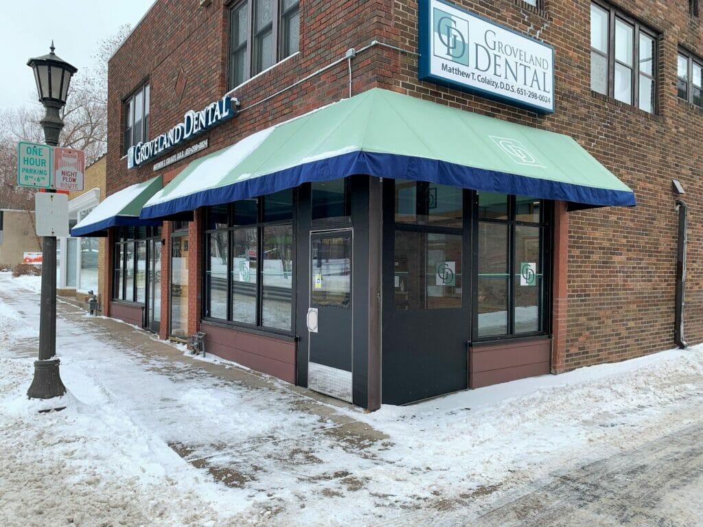 Groveland Dental Enclosed Entrance